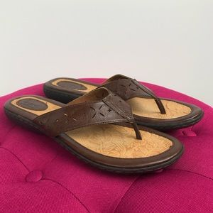 b.o.c. Brown leather cut out thongs flip flops